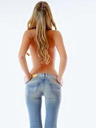 Hottie unbuttons her jeans